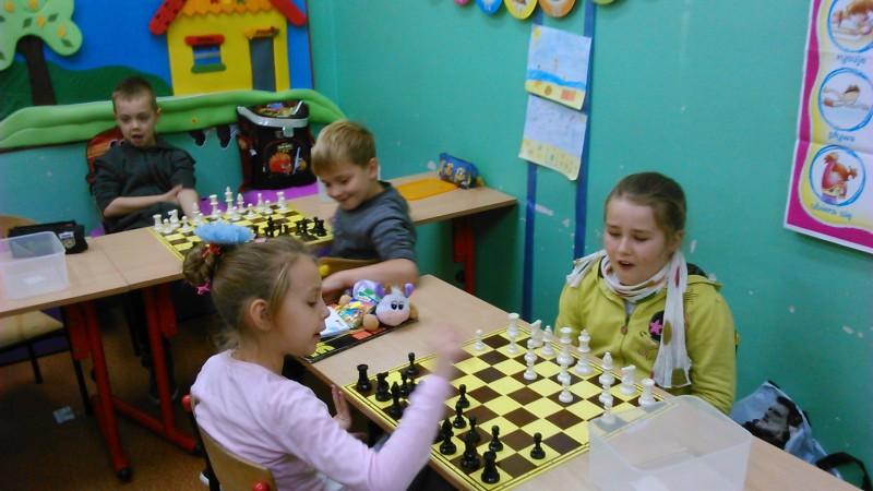 Maluchy grały w Szachy