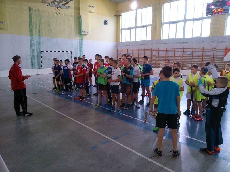 Turniej unihokeja chłopców w Bysławiu.
