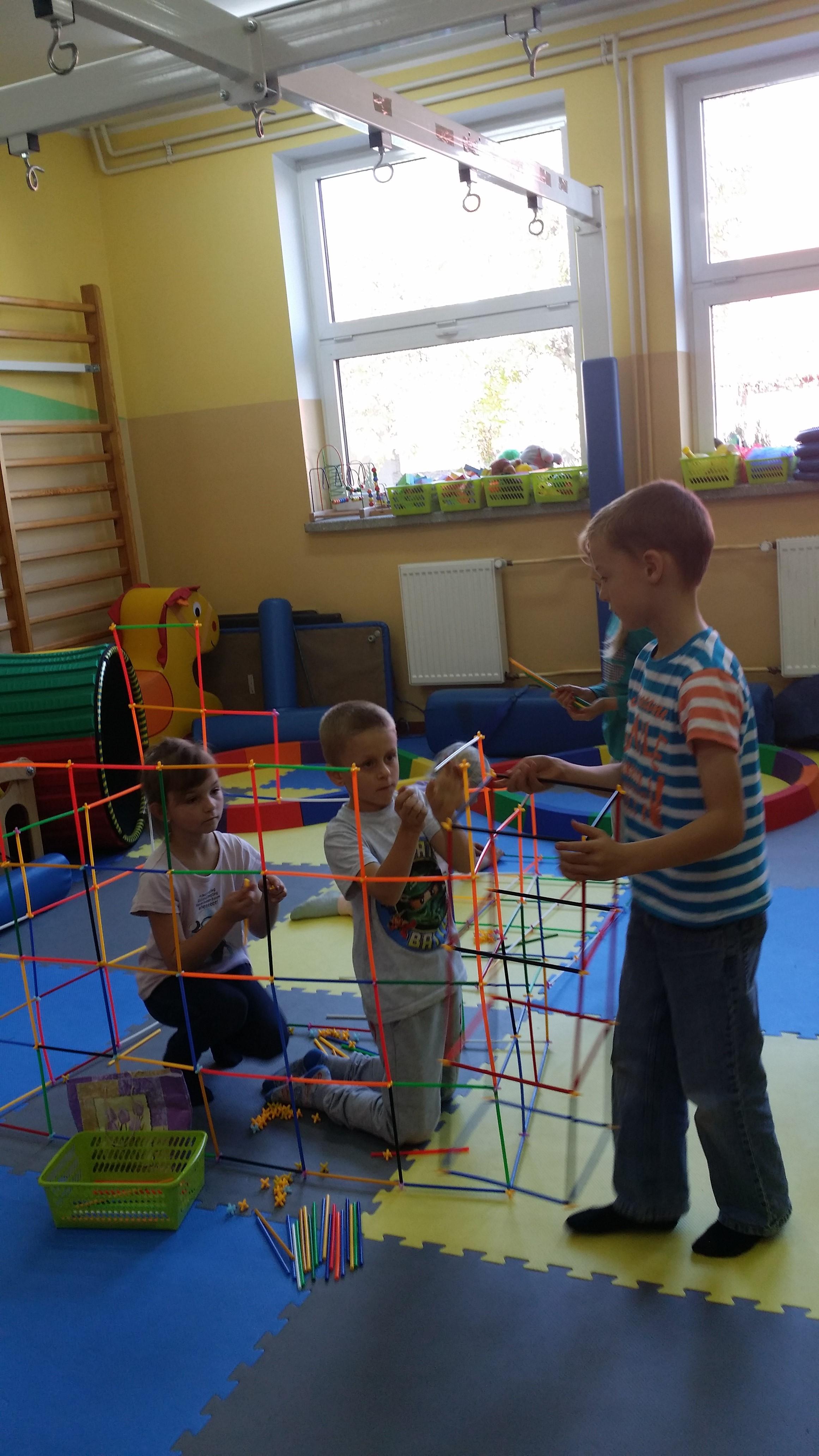 """Zabawy sensoryczne w ramach projektu """"AKTYWNIE-KREATYWNIE"""""""