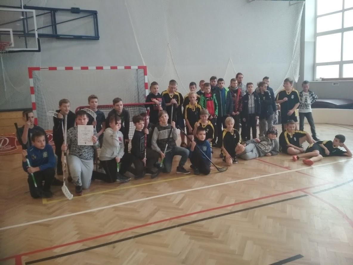 Chłopcy w finale wojewódzkim unihokeja…